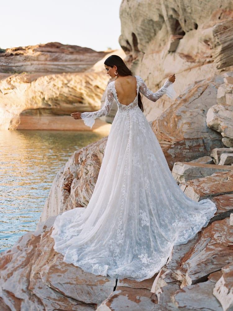 F195 Gwenyth Widlerly Bride