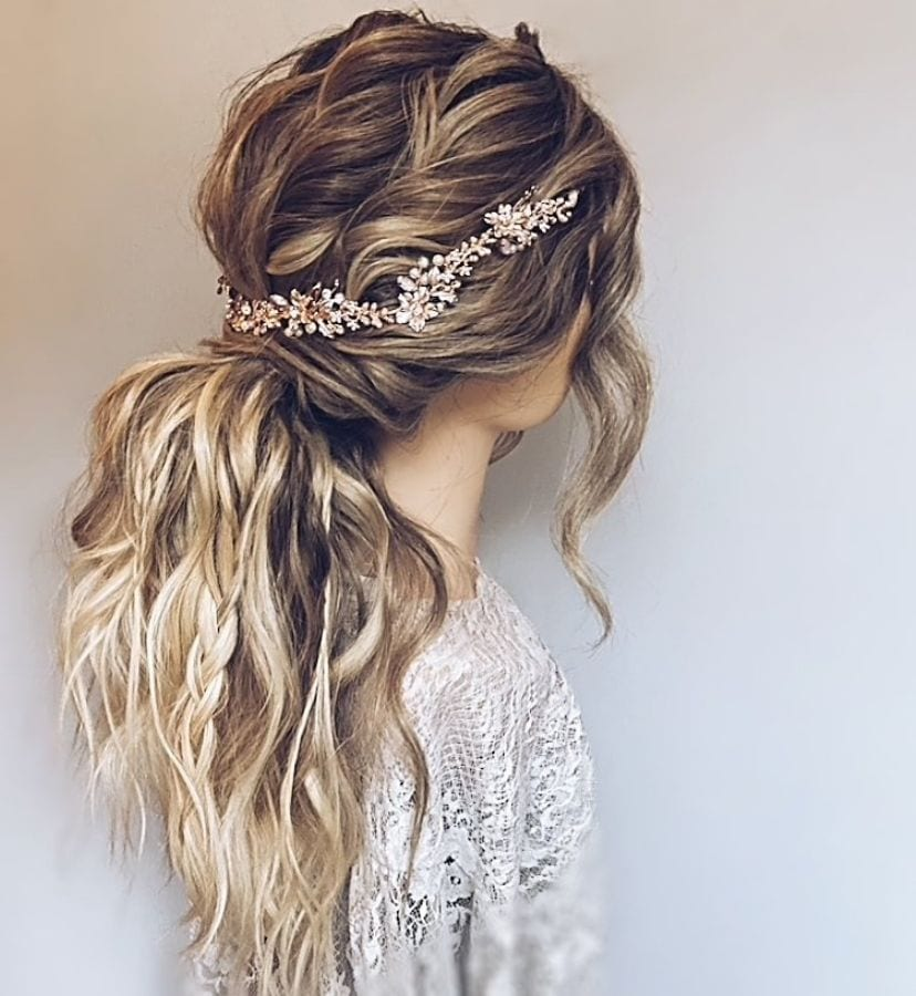 wildflower hair company have created a fab half up do and showcasing our rose gold hair vine
